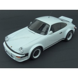 Porsche 911 (930) SC Plain Body Version 1982 model 1:18 IXO MODELS 18CMC007